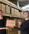 Iværksætterne Christian Møller (tv.) og Mads Krogh Kristensen leverer til både restauranter og take-away, og de laver emballage med de respektive kunders logo på. Foto: GS Supply